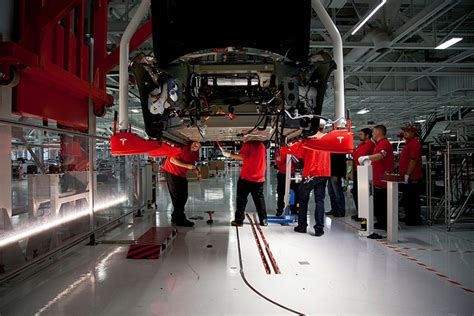 Tesla Mechanic Salary Us Tesla S Nevada Battery Plant To Pay Workers 25 An Hour