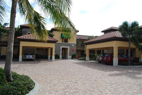 Naples Bay Resort In Naples Florida Earns 4 Stars From Aaa The Cottages At Naples Bay Resort