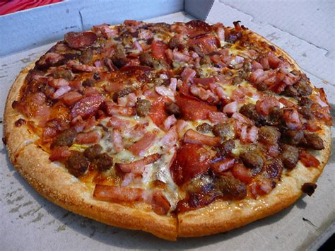 pizza meat lover t i domino s pizza aeon mall long bi 234 n meatlovers pizza dominos pizza for lunch 16 09 2007