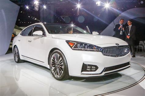 kia k7 review 2017 kia cadenza look review motor trend