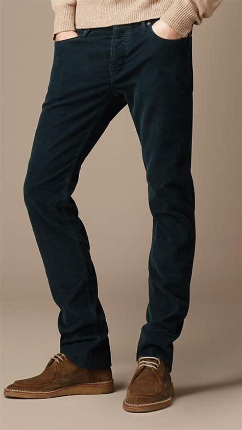 Celana Pria Corduroy buat cowok ini dia pilihan busana agar gaya kasual kamu makin keren