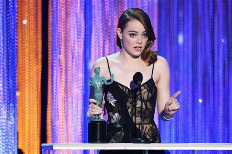 emma stone university emma stone gives emotional sag speech after winning best