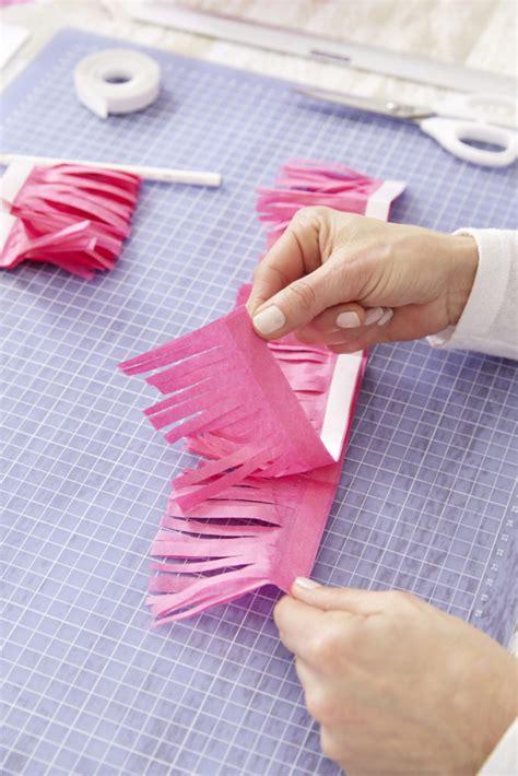 papier pompons basteln pinke pompons basteln so einfach funktioniert s