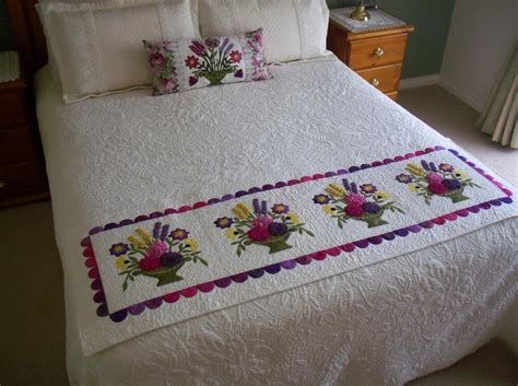how to make a bed scarf bed runner bed scarf flowers by annies quilts craftsy