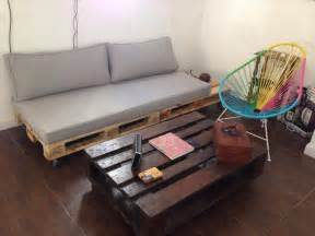 Diy Daybed Sofa Pallet Build An Easy Daybed Sofa Diy And Crafts