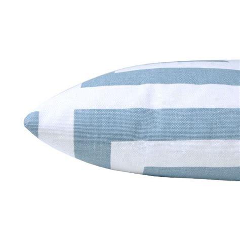 kissenbezug skandinavisch kissenbezug zeus hellblau wei 223 schl 252 sselmuster