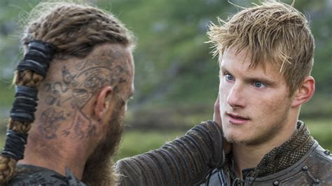 how did they do ragnar lothbroks hair style vikings season 2 episode 4 recap ragnar and bjorn