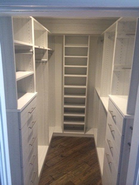 Small Walk In Closet Design Layout by 25 Best Ideas About Small Closets On Small