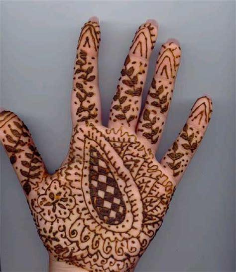 henna tattoo hand anf nger mehndi designs que la historia me juzgue
