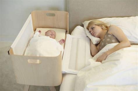 cuna que se engancha a la cama cuna de colecho elaborada con maderas sostenibles