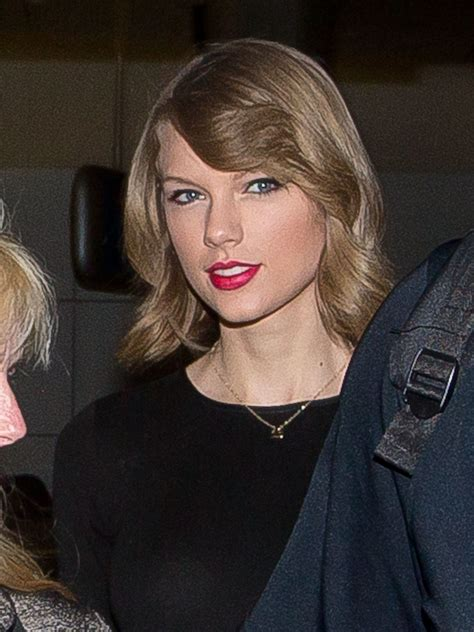 taylor swift lob pictures of taylor swift s new lob haircut popsugar