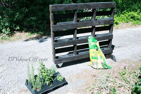 Diy Freestanding Vertical Garden Diy Vertical Gardening 8 Projects For Small Space Gardening