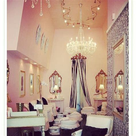 love this shabby chic salon eeeeek my not so imaginary