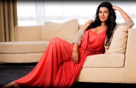 biography of movie airlift nimrat kaur stunning photos wallpaper from movie airlift