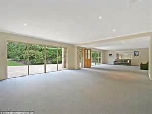 Who'd live in a house like this? Worst estate agent