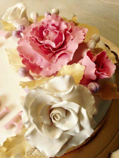 fiori di zucchero per torte fiori in pasta di zucchero per torte cake design cake