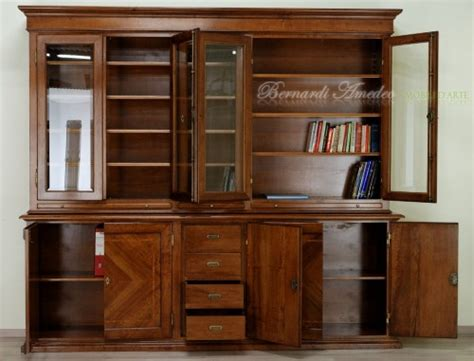 parafarmacia porta di roma libreria con ante chiuse e vetro ros