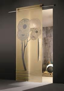 porte en verre coulissante design pour une salle de bain
