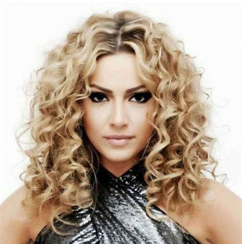 permed hairstyles best 25 permed medium hair ideas on pinterest perm on
