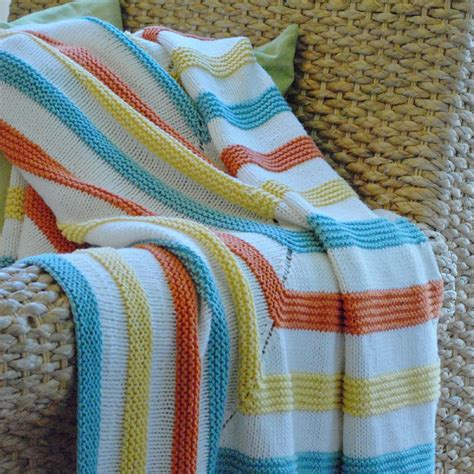 knitting stripes in the playful stripes knitting pattern by stacked woolens