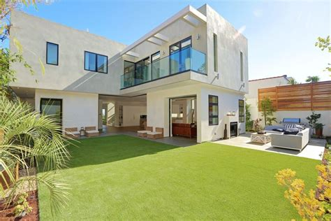 pacific palisades property by building options style and