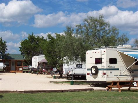 rv and mobile home parks near me with walking dinosaurs