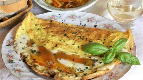 cucinare un secondo veloce omelette con peperoni e scamorza un secondo facile veloce