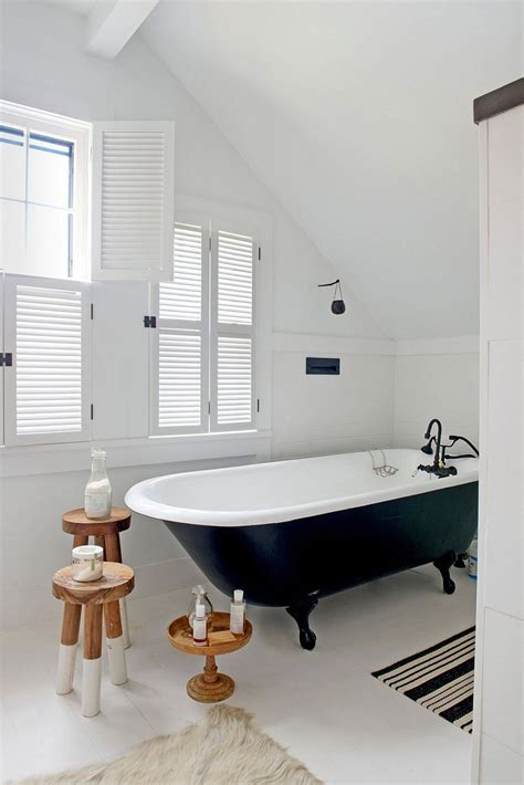 bathtub new york midcentury bungalow in new york delights with vintage panache