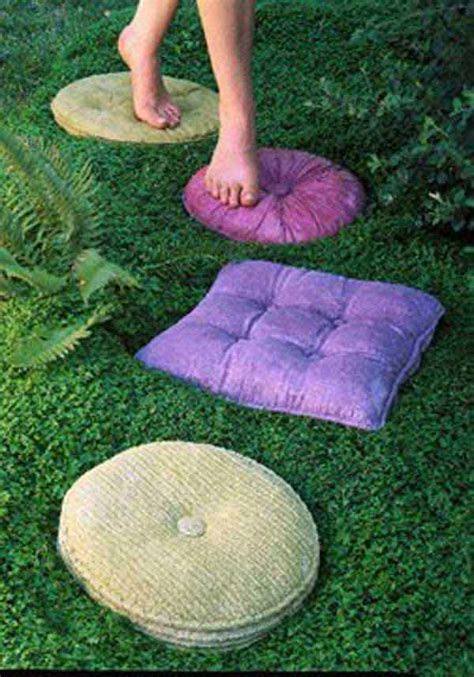 diy stepping stones  brighten  garden walk