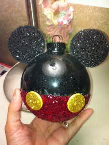 best 25 mickey mouse christmas ideas on pinterest mickey mouse ornaments mickey mouse wreath