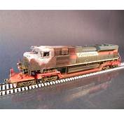 Walthers HO Scale Center Depressed Flatcar With Wreck