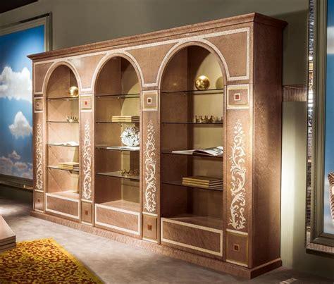 librerie classiche di lusso libreria classica di lusso con ripiani in vetro idfdesign