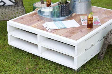 Diy Patio Coffee Table Diy Pallet Coffee Table Gets An Outdoor Makeover Southern Revivals