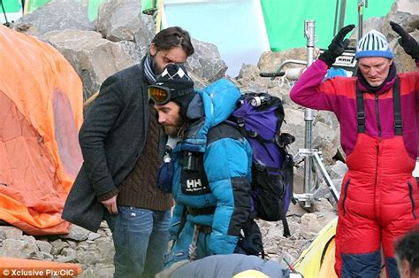 film everest fin jake gyllenhaal dons climbing suit hat and goggles for