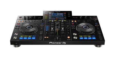 console per dj pioneer xdj rx la console per dj si interfaccia a