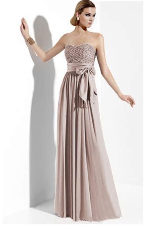 elbise modelleri nisan elbiseler uzun nisan elbisesi modelleri 2014 beyaz renkte dekolte boyundan bağlamalı uzun bayan abiye