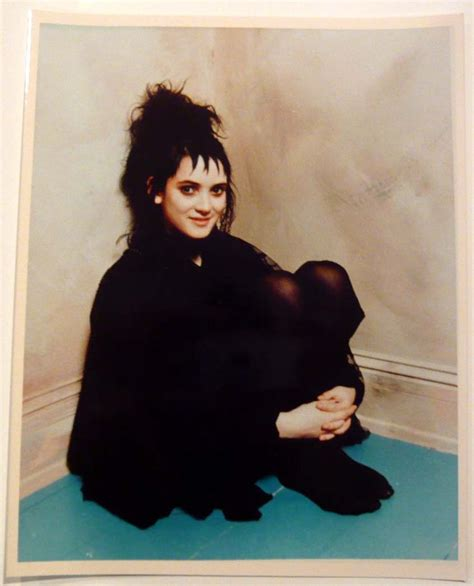 lydia deetz hairstyle winona ryder beetlejuice 1988 quot dress code quot pinterest