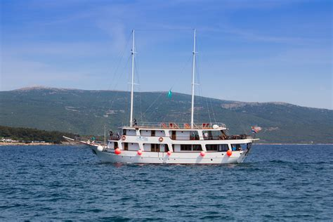 cabin charter cabin charter gulets mini cruisers croatia charter