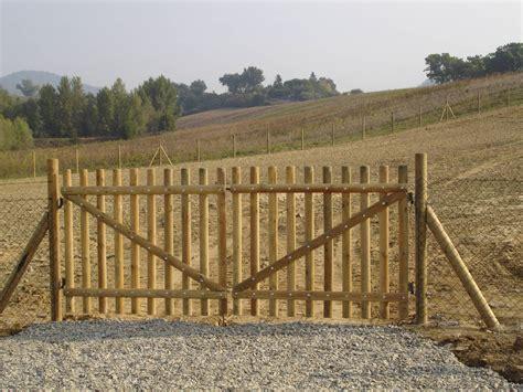 cancelli per giardino cancello in legno per giardino idee per la casa syafir