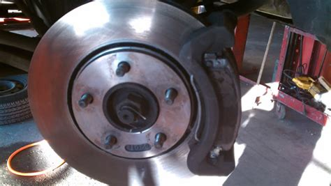 Quietschende Bremsen Auto by How To Fix Squeaky Brakes Gearhead