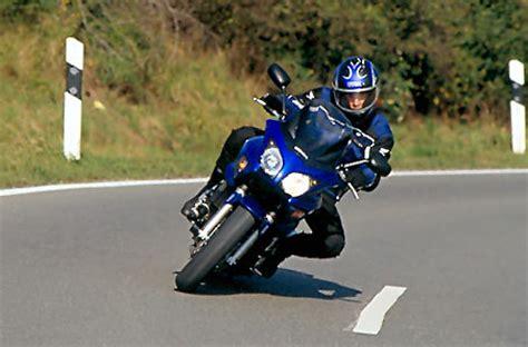 Motorrad Kurven Fahren by Fahrertraining F 252 R Motorradfahrer Quot Lenkimpuls Und
