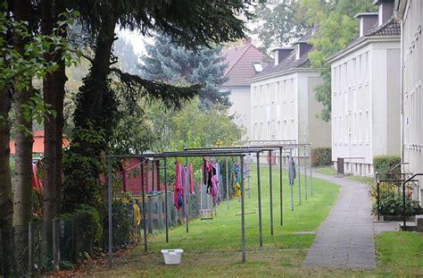 wäsche im wohnzimmer trocknen 725 1018 trockenplatz im garten eines mehrfamilienhauses