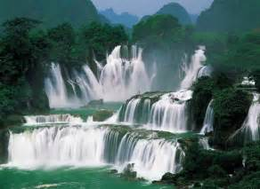 Asia s largest transnational waterfall shared china and vietnam