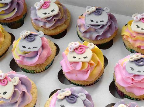 Num Noms Cupcakes   Cake Celebrations