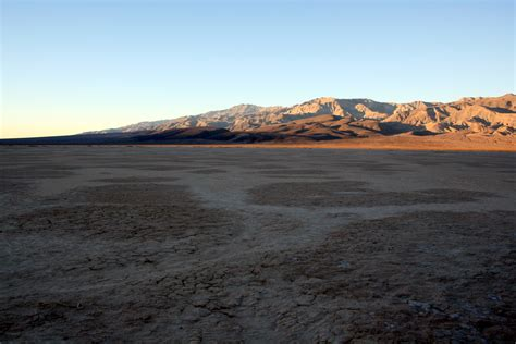 lake bed file dry lake bed in death valley jpg wikimedia commons