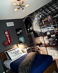 Ordinaire Amenager Une Chambre D Ado #1: originale-idee-chambre-d-ado-gar%C3%A7on-couverture-de-lit-en-bleu-fonc%C3%A9-decoration-murs-e1466683148577.jpg
