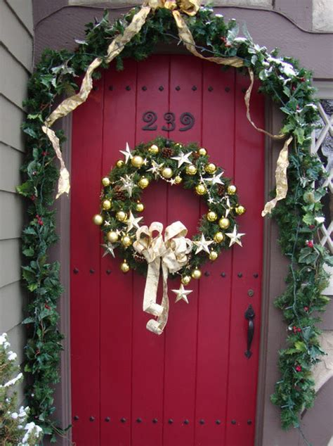 imaginecozy decorating the front door for the holidays
