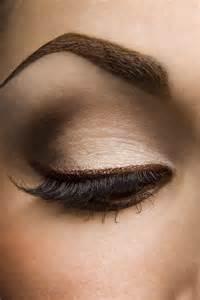 what color eyeliner for brown looks de maquillaje para ojos en tonos neutros