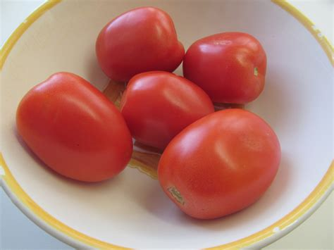 Plumb Tomato by Guide To Understanding Tomatoes Grown Or Bought