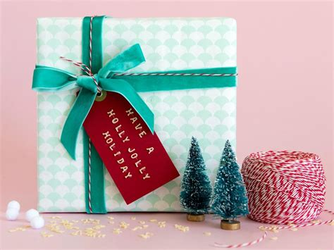 best way to wrap a gift holiday gift wrapping ideas diy